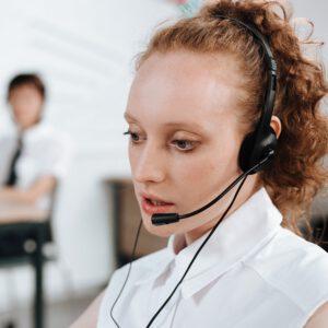 Informatyczna obsługa firm korzyści. opieka informatyczna firm Zdjęcie autorstwa Ron Lach z Pexels